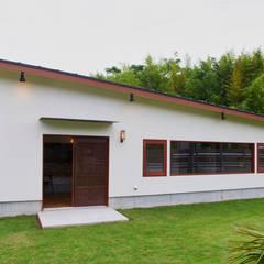 House in Torami: tai_tai STUDIOが手掛けた木造住宅です。