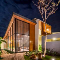 Casa Granada: Casas pré-fabricadas  por Estúdio HAA!