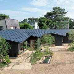 矩のつらなり: 池田雪絵大野俊治 一級建築士事務所が手掛けた屋根です。