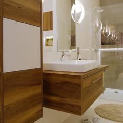 Przytulne królestwo singielki: styl , w kategorii Łazienka zaprojektowany przez Perfect Space