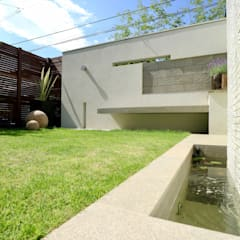 Garden Pond by 株式会社Garden TIME, Modern Tiles
