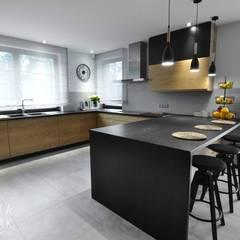 Dom Jednorodzinny Wisła - Realizacja: styl , w kategorii Kuchnia zaprojektowany przez MARTA PAWLAK  ARCHITEKTURA  WNĘTRZ