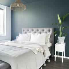 scandinavische slaapkamer met blauw en wit slaapkamer door pure original