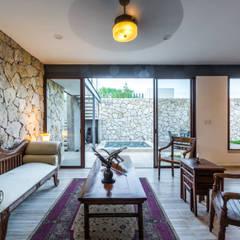 Sala: Salas de estilo mediterraneo por Cetina y Ancona Arquitectos