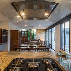 Riad Lluvia: Cocinas de estilo  por Cetina y Ancona Arquitectos