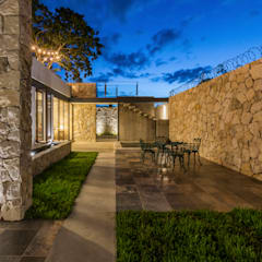 Riad Lluvia: Terrazas de estilo  por Cetina y Ancona Arquitectos