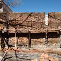 Edificio en Construcción: Casas multifamiliares de estilo  por ArqDis Arquitectura Integral
