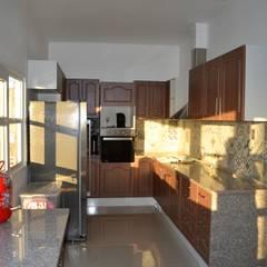 Casa Muelle: Cocinas de estilo  por Casas Metal