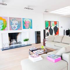 openhaard:  Woonkamer door Archstudio Architecten | Villa's en interieur