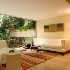 CASA MF: Salas / recibidores de estilo  por Complementos C.A., Minimalista