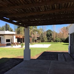 Casa Soljan: Jardines de estilo  por Estudio Victoria Suriguez