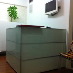 OFICINA COMPLEMENTOS: Oficinas y Tiendas de estilo  por Complementos C.A.