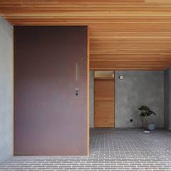 西宮のリノベーション: 藤原・室 建築設計事務所が手掛けたガレージです。