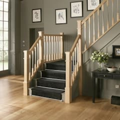 Classic Oak Staircase in Warwick Styling:  Corridor & hallway by Stair World