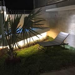 Jardín: Albercas de jardín de estilo  por [GM+] Arquitectos
