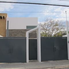 Garage Doors by ÖQ Arquitectos,
