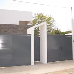 Garage Doors by ÖQ Arquitectos, Minimalist Iron/Steel