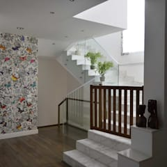 Duplex SE:  Corridor & hallway by El agizy Architecture and Design