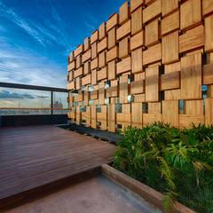 EXTERIOR : Terrazas de estilo  por Martínez Arquitectura