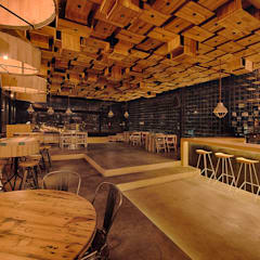RESTAURANT: Comedores de estilo  por Martínez Arquitectura