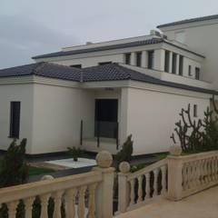 Casa increíble en la costa blanca: Casas de estilo  de Reformas Goverland Sur S.L.