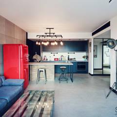 industrial Living room by SUMA Architektów