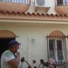 Reforma de fachada Campello: Casas adosadas de estilo  de Reformas Goverland Sur S.L.