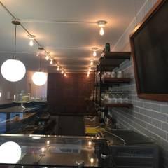 Bar : Comedores de estilo  por Bustos + Quintero arquitectos