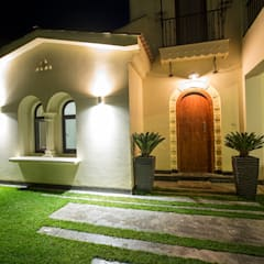 Haciendas de estilo  por Grid Fine Finishes