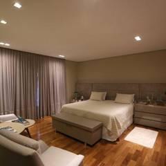 Projeto residencial: Quartos  por Arquiteta Carol Algodoal Arquitetura e Interiores,Moderno Madeira Efeito de madeira