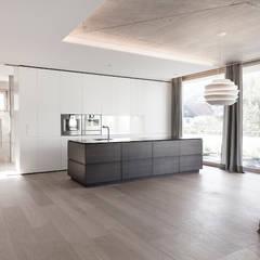 Wohnhaus Waidhofen an der Ybbs, NOE:  Küche von Lehner Raumkonzept GmbH