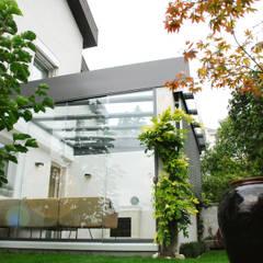 Sommergarten mit Dachverglasung:  Wintergarten von Schmidinger Wintergärten, Fenster & Verglasungen