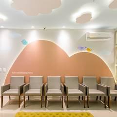 Consultório Pediátrico | Campo Grande - MS: Clínicas  por Juliana Trivellato Arquiteta