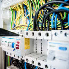Quadros Elétricos: Casas familiares  por Northsun Engenharia