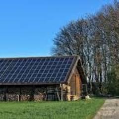 Quadros Elétricos: Telhados  por Northsun Engenharia