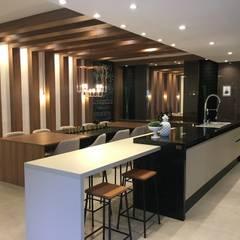 Espaço Gourmet : Cozinhas  por Jacqueline Fumagalli Arquitetura & Design