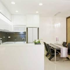 Dining room by Hi+Design/Interior.Architecture. 寰邑空間設計