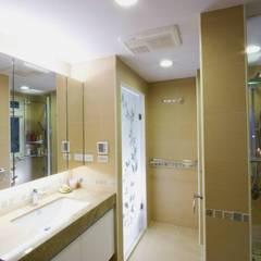 主浴室-2:  浴室 by Hi+Design/Interior.Architecture. 寰邑空間設計