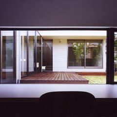 眺める家: 小川建築工房が手掛けたサンルームです。