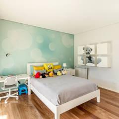 Moradia V3 - Imobiliário: Quartos de rapaz  por João Boullosa