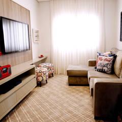 Salas multimedia de estilo rústico por Haus Brasil Arquitetura e Interiores