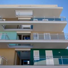 منزل عائلي كبير تنفيذ studio di architettura Antonio Giummarra,