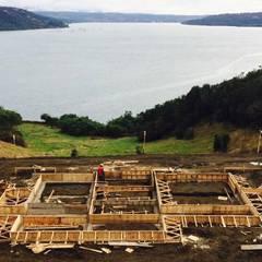 Cabañas de madera de estilo  por Constructora Patagonia Sustentable