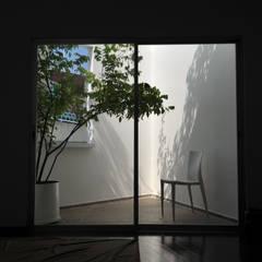 DUY HOUSE:  Hiên, sân thượng by NBD ARCHITECTS, Hiện đại