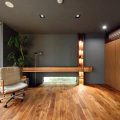 ご主人のオフィス: TERAJIMA ARCHITECTSが手掛けた書斎です。