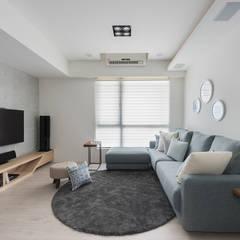 Living room by 寓子設計