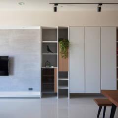 新竹-上品院-周宅:  客廳 by 極簡室內設計 Simple Design Studio