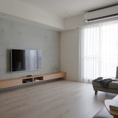 Living room by 極簡室內設計 Simple Design Studio