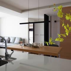 Cocinas de estilo escandinavo de 極簡室內設計 Simple Design Studio Escandinavo