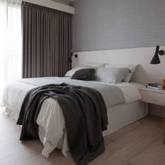 Dormitorios de estilo escandinavo de 極簡室內設計 Simple Design Studio Escandinavo